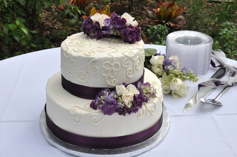Wedding cake with plum ribbons