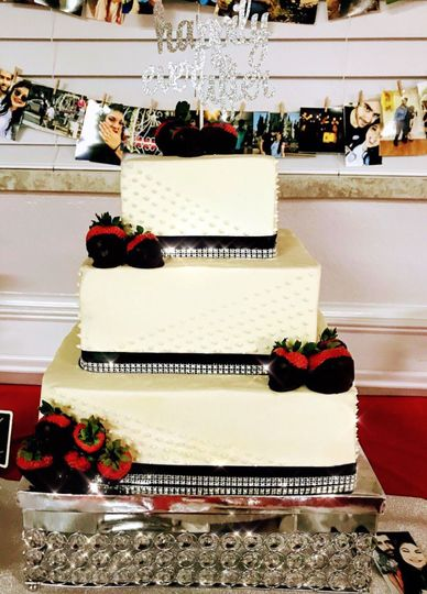 Square wedding cake with black and red