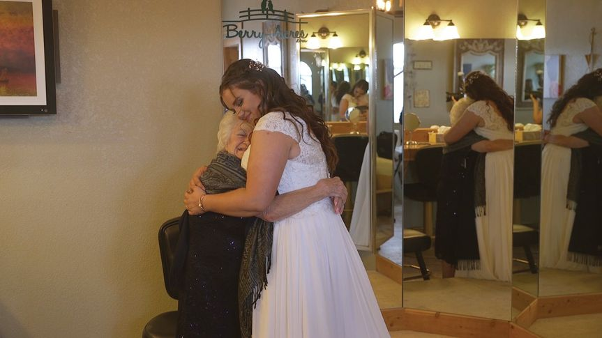 shelby andre hugs with grandma 51 911740