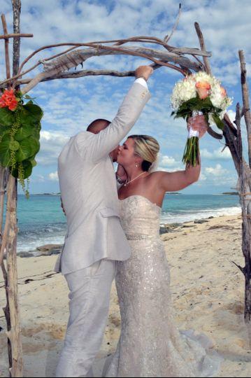 wedding megan and shawn under the arch