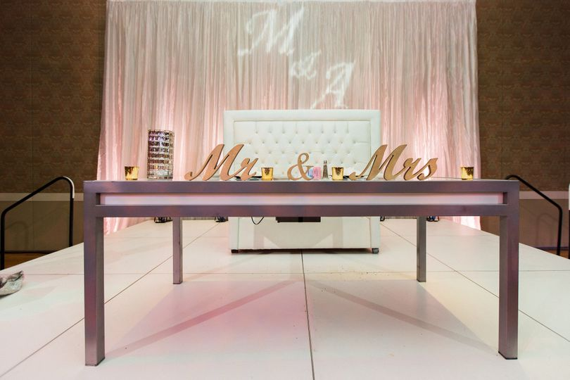 Head table design