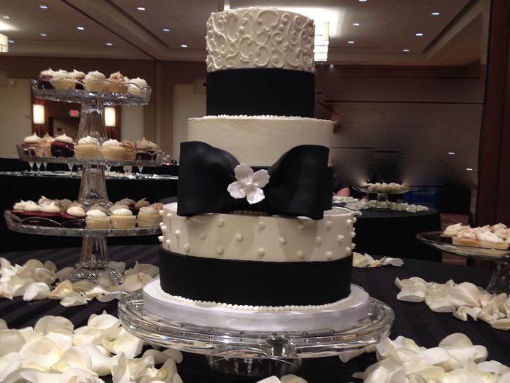 Tmx 1464112396070 Weddingcakecupcakedcmarylandvirginiasavvy Treatsde Rockville, MD wedding cake
