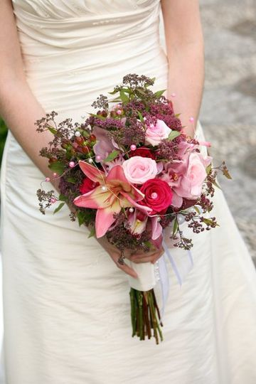 A lush natural  bouquet in shades of pink