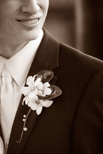 A stylish and elegant look for the groom