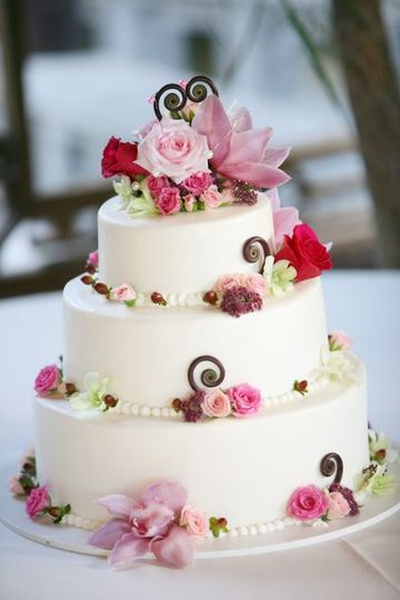 wedding cake that not only looks fabulous, it tastes great too!