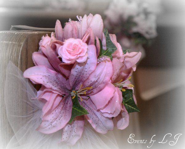Flower aisle marker