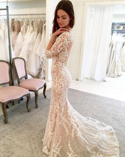 Beautiful trumpet style lace dress