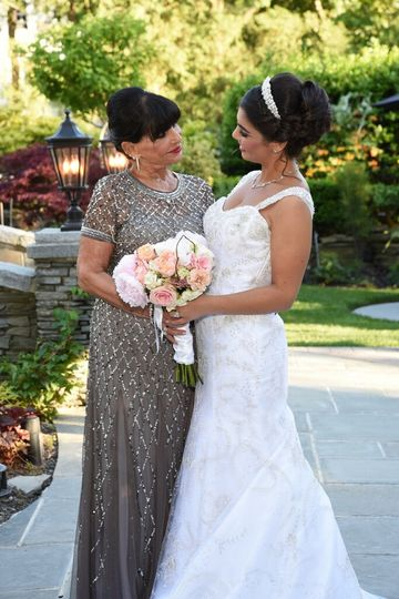 bride with mother 51 749940
