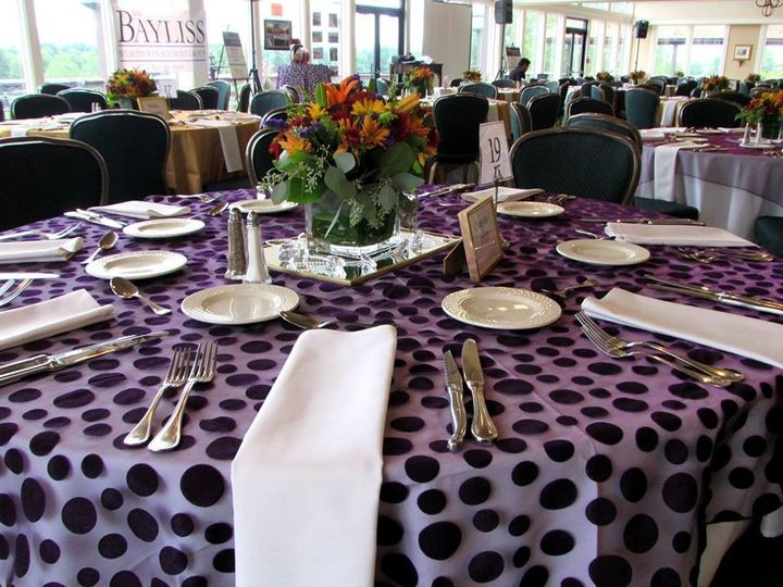 Spotted table linen