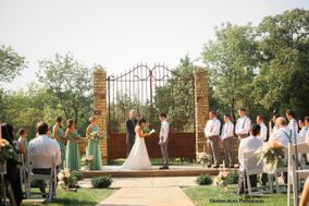 Stone Gate Farm: The Barn, The Guest House and The Manor at Twin Oaks Bed & Breakfast