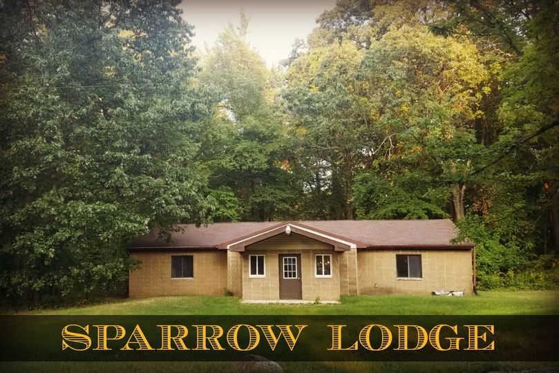 Sparrow Lodge- Sleeps 20 Full kitchen, restrooms and two private rooms for parents or bride & groom