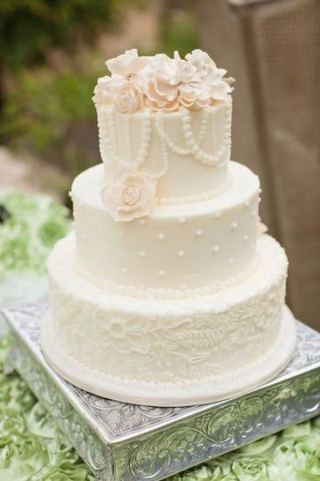 Wedding cake with pearl details