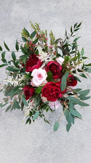 Bride Tala carried this garden style bouquet..Just look at the peonies..my gosh so perfect for her...