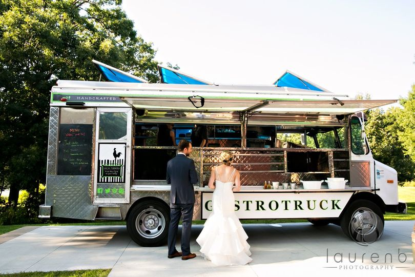 Newlyweds by the food truck | Lauren B photography