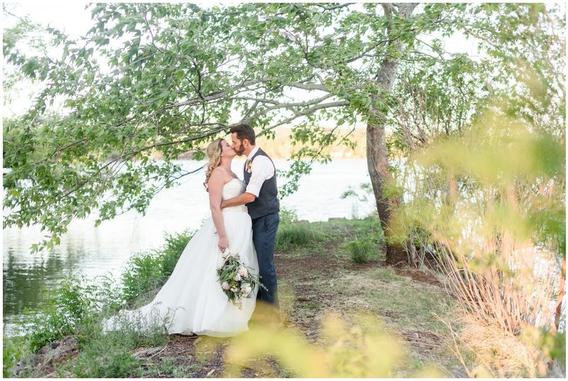 Escape the heat and busy hustle of the valley for a calm and heartfelt ceremony in the mountains!