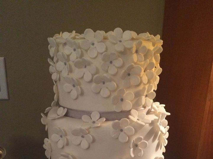 Tmx 1447883674868 Flowerstwotier15 Anchorage wedding cake