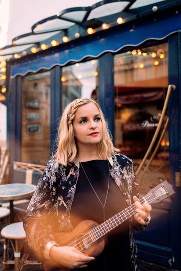 Singer in Paris