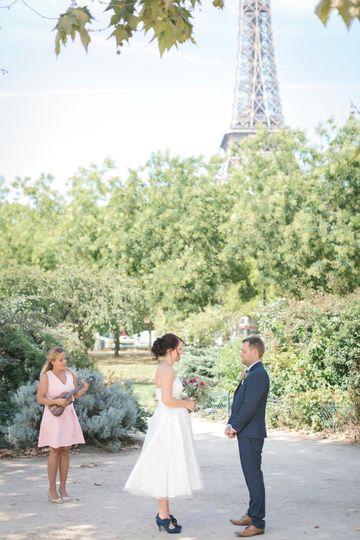 Singer elopement in Paris