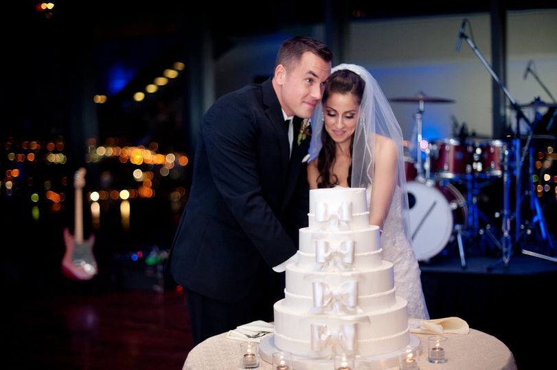 Couple cake-cutting