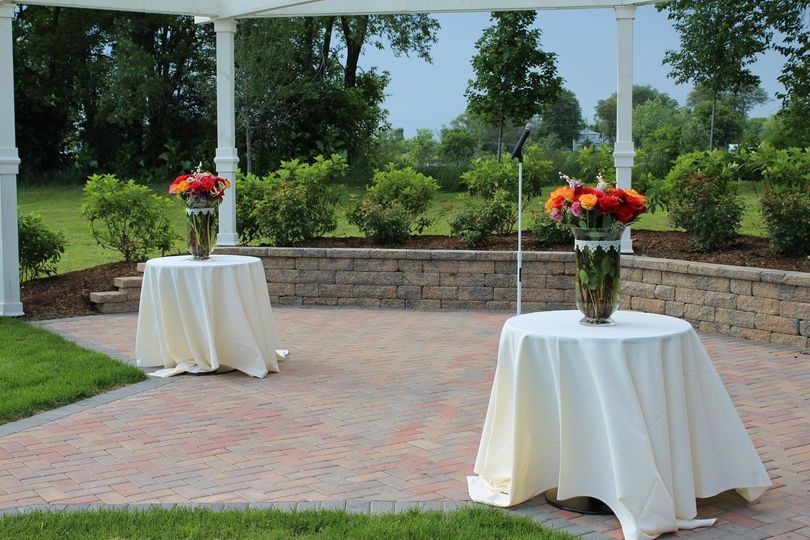 Outdoor wedding table with centerpiece