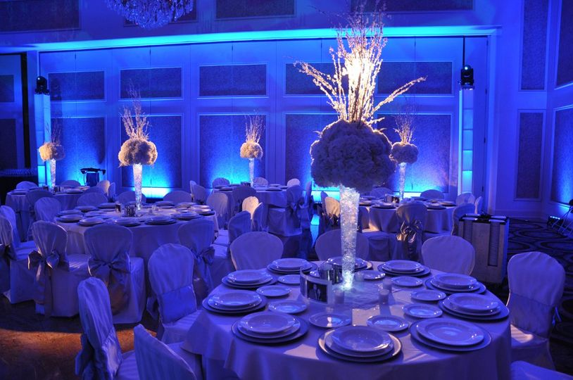 Illuminated table centerpieces