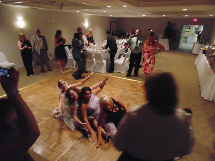 Bride and the guests' dance