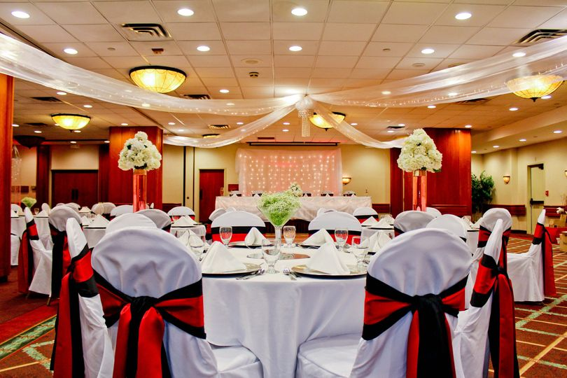 Holiday inn appleton venue appleton wi weddingwire 800x800 1438372909175 8 de table room ballroom junglespirit Images