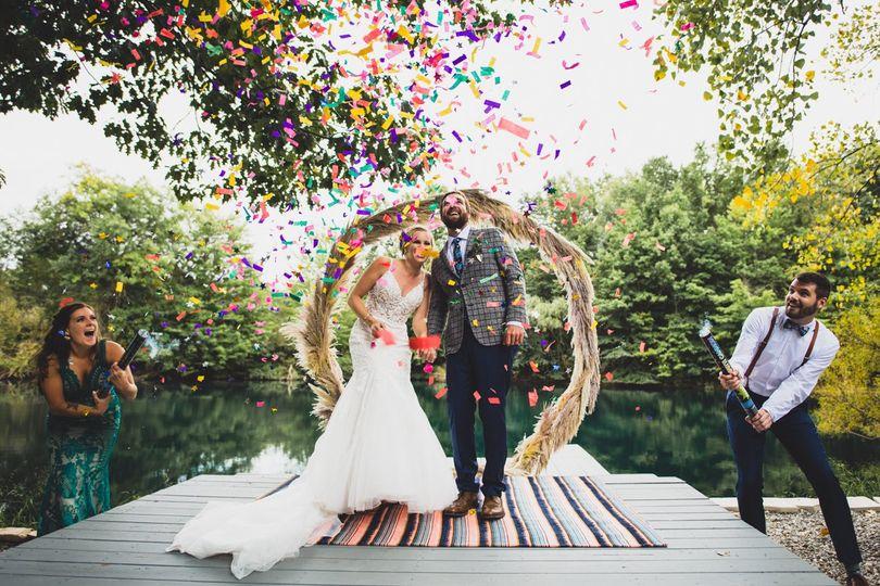 Ceremony confetti poppers