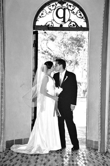 Love in a Doorway (www.lindseywalkerphotography.com)