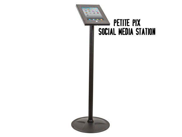 petite pix social media station