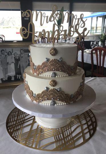Art deco cake in gold