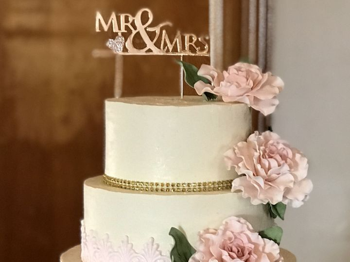Tmx 1528125146 F8e6c3f9f515369e 1528125145 0c0cea8643f5398e 1528125142980 3 1ECFB9DA C611 4CCC Arroyo Grande, CA wedding cake