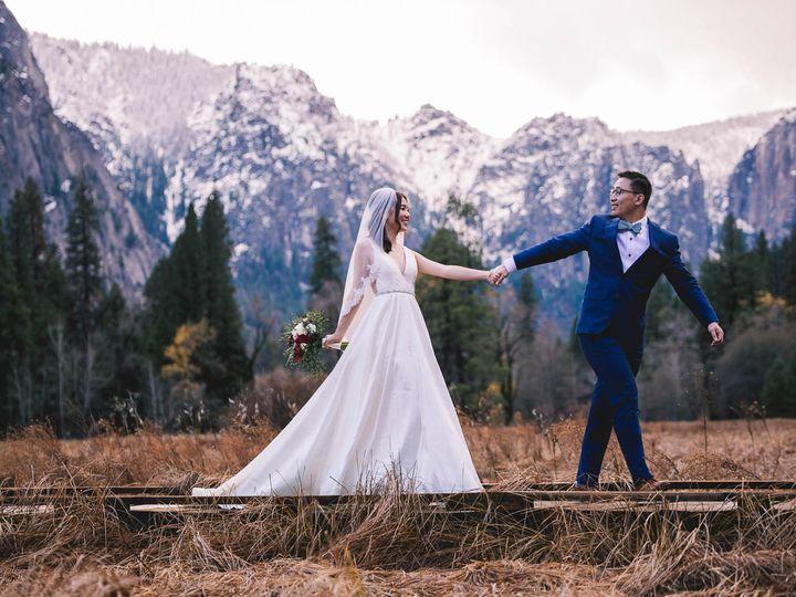 Tmx Zh W Full Peek 21 51 322550 V2 Fresno wedding photography