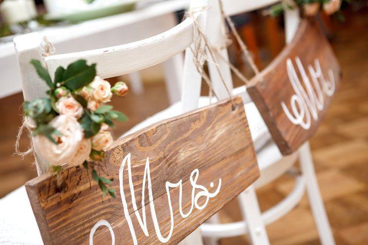 Newlyweds' seat signs
