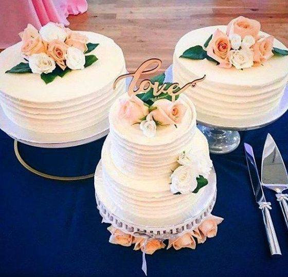 Two Tier Butter Cream Cake with Sattalite Cakes
