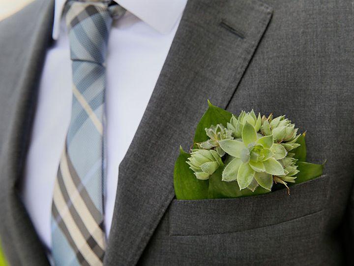 Tmx Dboutonniere4 51 45850 159992959080360 Milwaukee, WI wedding florist