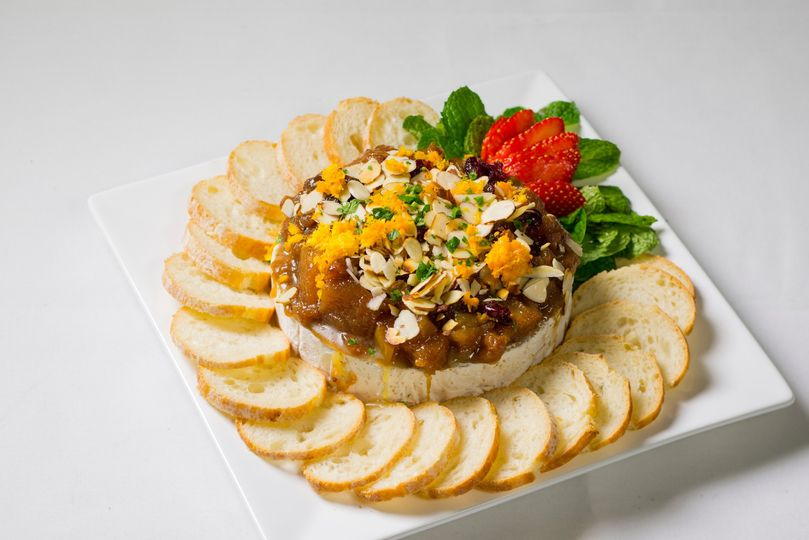 Brie with caramelized apples