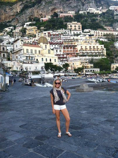 Sam looking glamorous in Positano.