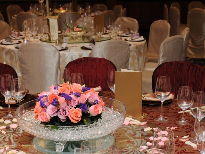 Tmx Adtr Table Close Up Custom Cover Lovely Centerpiece Petals 51 582950 Orlando, Florida wedding rental
