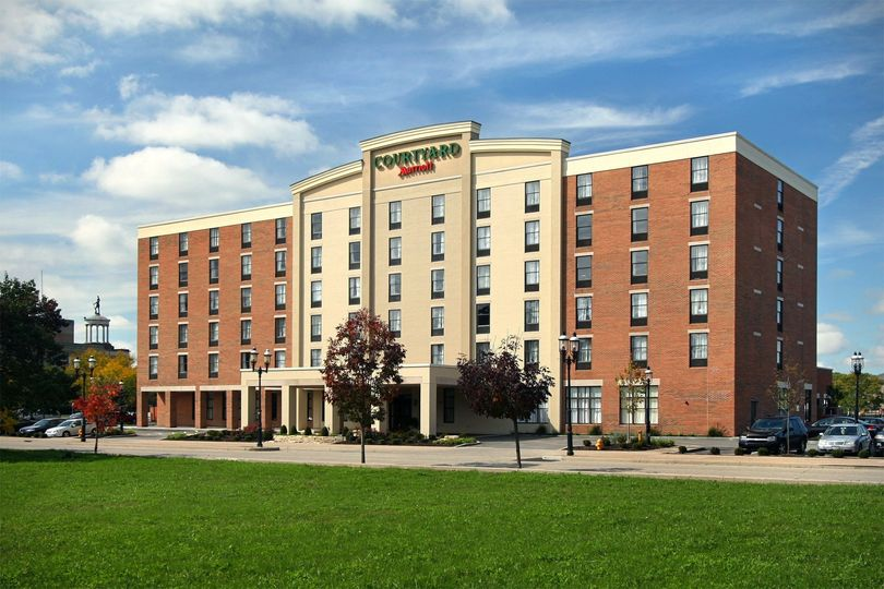 Exterior view of Courtyard by Marriott Hamilton