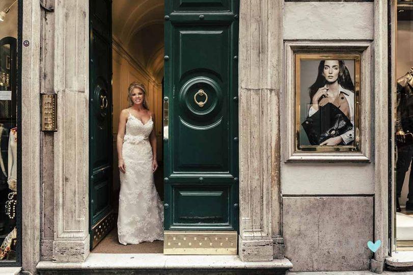 The bride exit the hotel room in via del Corso in Rome