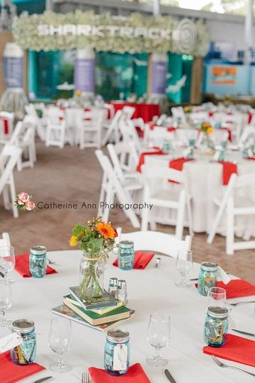 Clean look for the reception with red napkins