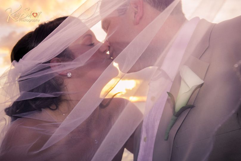 df0f93a2411ac2ac 1533135473 dc8c2b8c8f5738c1 1533135472658 3 Keyshot weddings x
