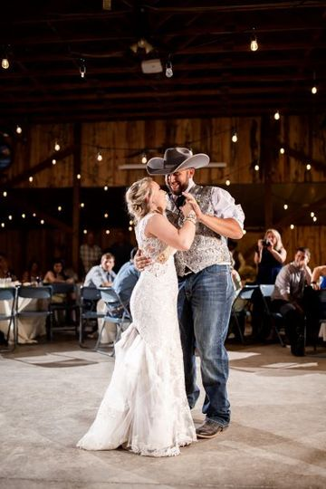 bride and groom first dance 2 51 415060 160823518597177