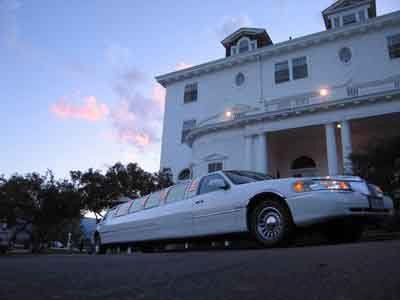10 ppl Lincoln Towncar stretch limousine with all the amenities.
