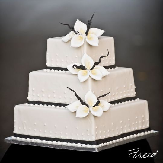 Square tiered cake