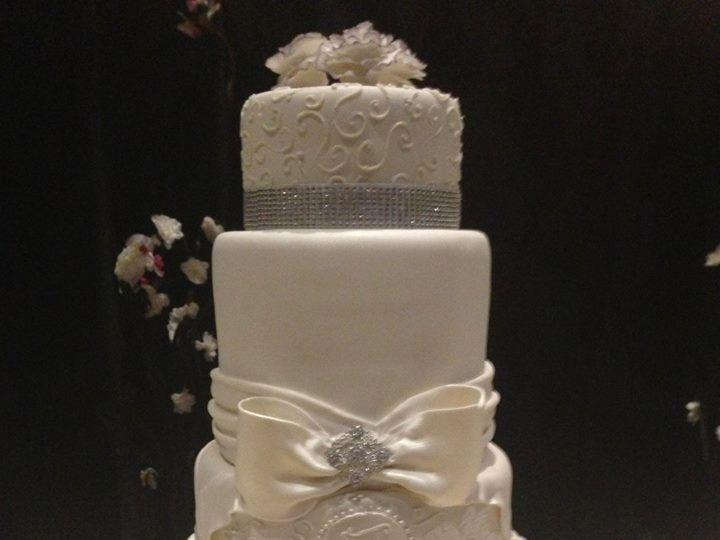 Tmx 1417715455830 Elegant White Fosston wedding cake