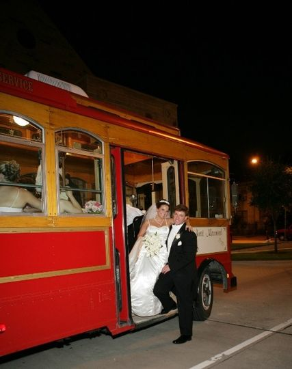 800x800 1369943312617 trolley with wedding couple