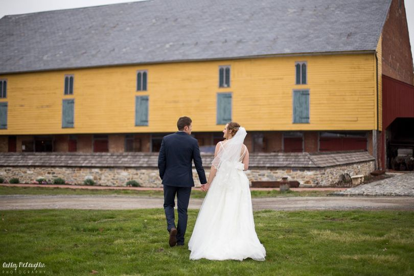 ashley mclaughlin photography couple yellow barn 51 101260