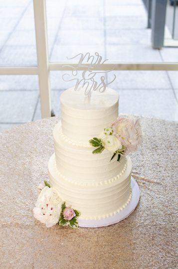 Cake from Celebrity Cake Studio, Linen Trendy Event Rentals, Floral by Jen's Blossoms, Photo...
